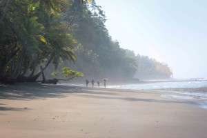 amigas beach walk costa rica